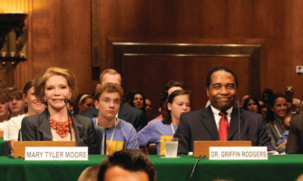 Mary Tyler Moore and Griffin Rodgers, M.D., M.A.C.P., advocate for type 1 diabetes funding in front of a congressional panel on Capitol Hill in 2009.